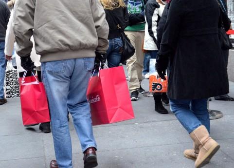 買い物をする人