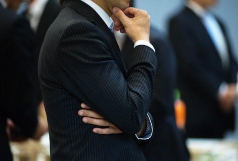 立ち話するビジネスマン