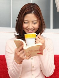 本を読む美女