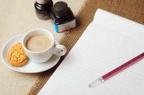 コーヒーとノートとペン