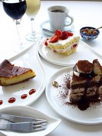 ケーキやお茶の写真