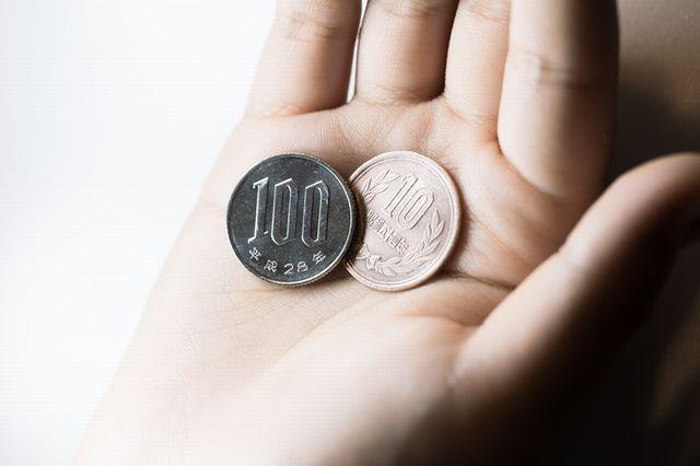小銭を見せる