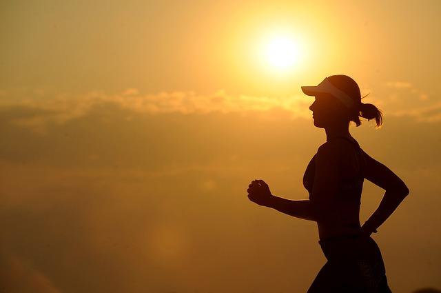 走り続ける女性