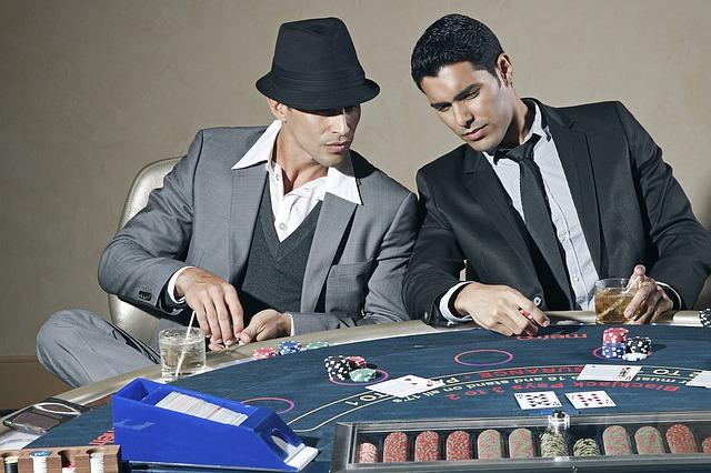 賭けに興じる男たち