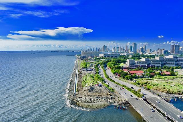 フィリピンの青い空と海